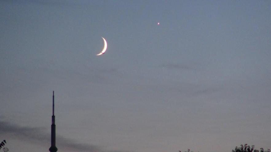 Venus Moon conjunction (Steer, Ian, SkyNews astronomy magazine online, Sep. 8, 2013)